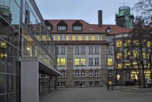 Foto_Gebäude_erleuchtete Fenster